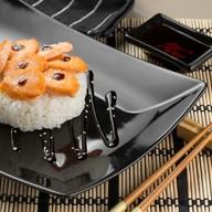 Японский рис с лососем Фото