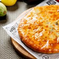 Пирог из 5 трав с сыром сулугуни Фото