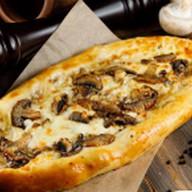 Пицца с домашним фаршем и с шампиньонами Фото