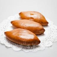 Пирожок с капустой Фото