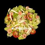 Теплый салат Цезарь с креветками Фото