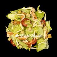 Теплый салат Цезарь с цыпленком Фото