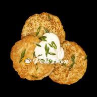Веганские картофельные драники с соусом Фото