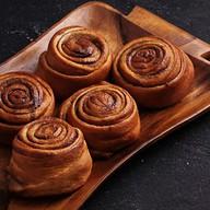 5 булочек с корицей Фото