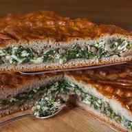 Пирог ржаной со шпинатом, копчёным сыром Фото