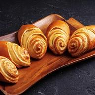 5 булочек с заварным кремом Фото
