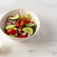 Салат из свежих овощей со сметаной Фото