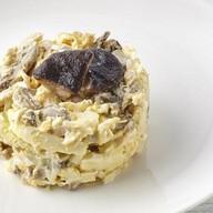 Салат с курой и грибами Фото