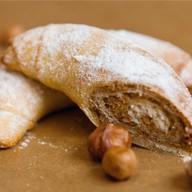 Рогалик с орехом Фото