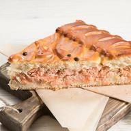 Пирог с форелью и соусом бешамель Фото