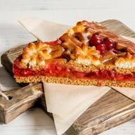 Пирог с клубникой, ревенем и клюквой Фото