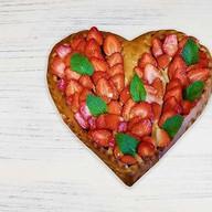 Супер-пирог клубника сердце Фото