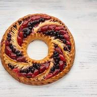 Пирог ягодный Новогодний венок Фото