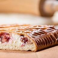 Пирог с творогом и брусникой Фото
