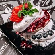 Безе с ягодами Фото