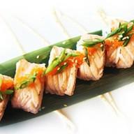 Обожженный ролл с лососем Фото