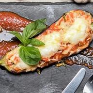 Печеный баклажан с томатной сальсой Фото