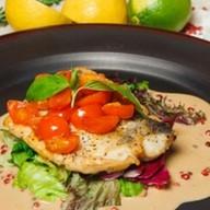 Жареное филе судака с соусом мартини Фото