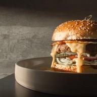 Бургер из молодого бычка Фото