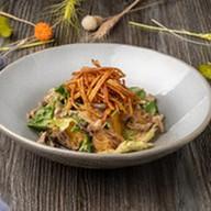 Тёплый салат с копчёными желудочками Фото