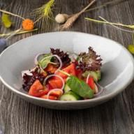 Салат из садовых овощей Фото