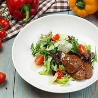 Теплый салат с куриной печенью Фото