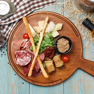 Ассорти из итальянской закуски Фото