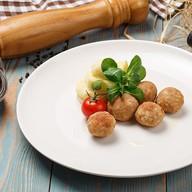 Жареный польпетте с картофелем пюре Фото
