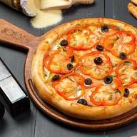 Пицца с овощами на гриле Фото
