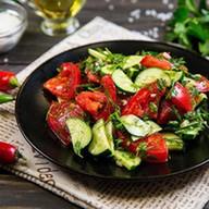 2x Салат со свежими овощами по-кавказски Фото