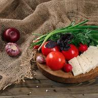 Овощная корзина с сыром чанах Фото
