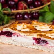 Пирог с брусникой и творогом Фото