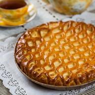 Пирог с творогом, круглый Фото