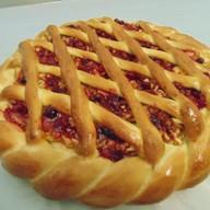 Пирог с брусникой и яблоками Фото