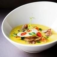 Гороховый суп с копченостями и гренками Фото