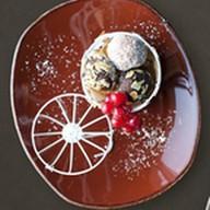 Ассорти шоколадных трюфелей ручной работ Фото