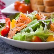 Сливочный с лососем салат Фото
