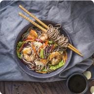 Гречневая лапша с морепродуктами Фото