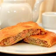 Пирог с семгой и луком (слоеный) Фото