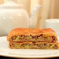 Пирог свинина, картофель, лук (слоеный) Фото
