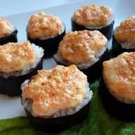 Запеченные острые суши Фото