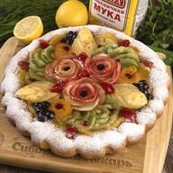 Пирог с фруктами и ягодами Фото