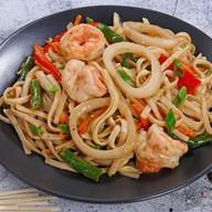 Удон с морепродуктами под китайским соус Фото