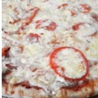 Пицца с колбасами Фото