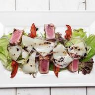 Салат из опаленного тунца Фото