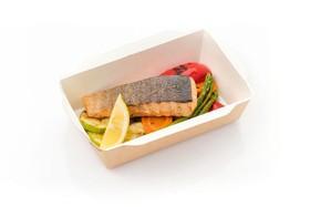 Филе лосося с молодыми овощами - Фото