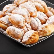 Мини-пирожок с яблоком и брусникой Фото