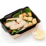 Цезарь с куриной грудкой салат Фото