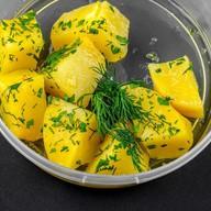 Отварной картофель с зеленью и маслом Фото