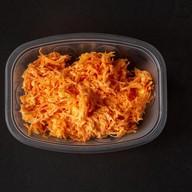 Салат из моркови с чесноком и сыром Фото